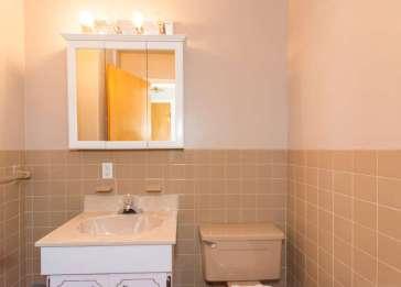 136 E Sunnyside Ln Irvington-small-009-Bathroom-666x479-72dpi