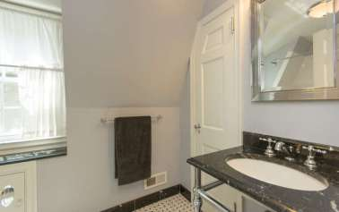 61 Riverview Rd Irvington NY-small-016-Bathroom-666x419-72dpi